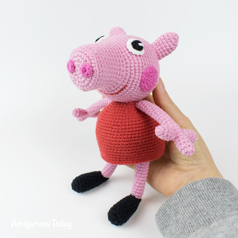 Free Peppa Pig crochet pattern by Amigurumi Today