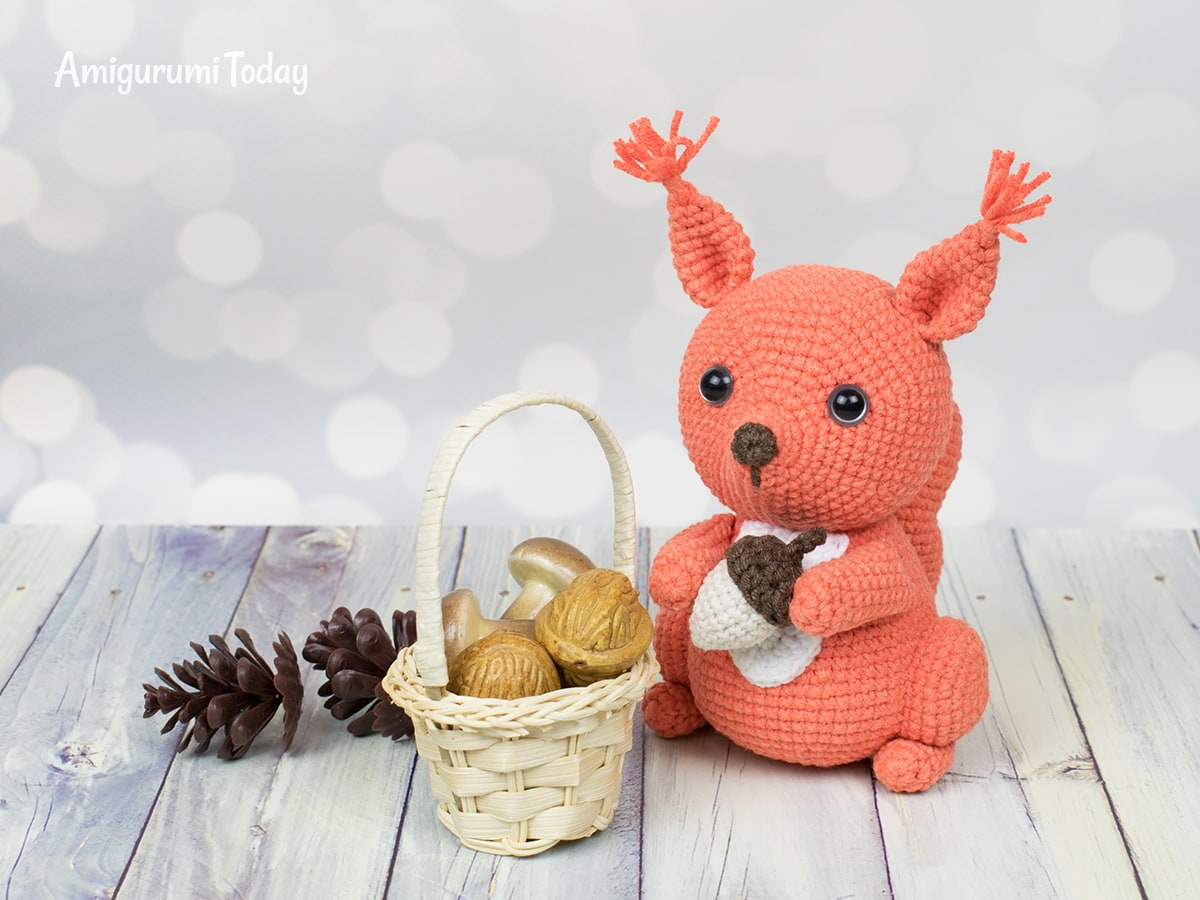 Amigurumi squirrel crochet pattern by Amigurumi Today