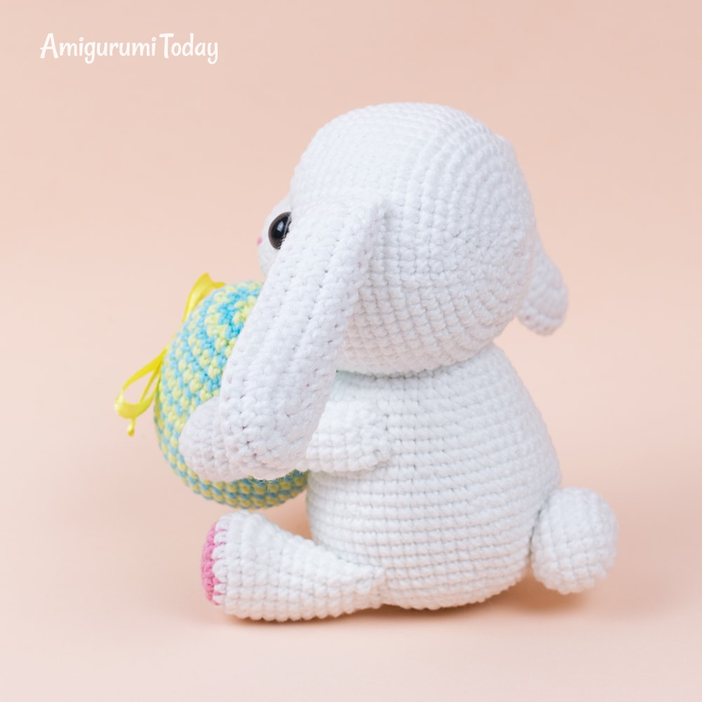 Bunny with Easter egg - Free crochet pattern by Amigurumi Today