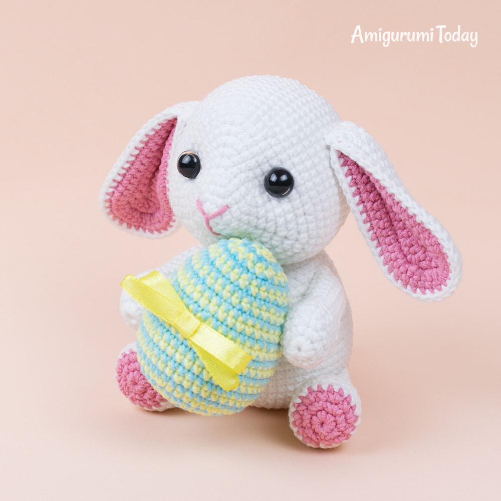 Bunny with Easter egg crochet pattern by Amigurumi Today