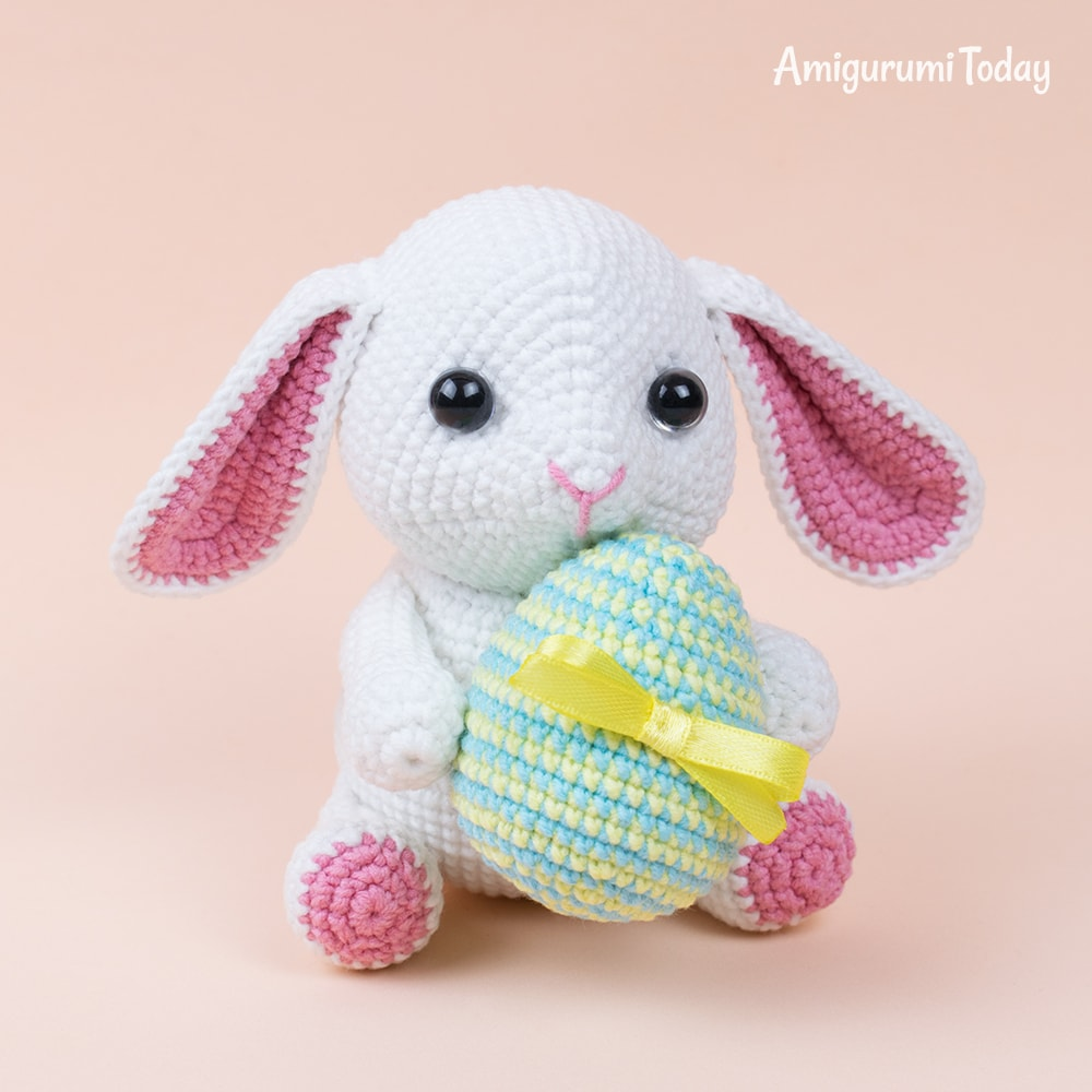 Easter Bunny with egg crochet pattern by Amigurumi Today