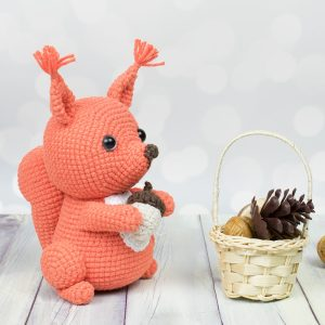 Free amigurumi squirrel crochet pattern by Amigurumi Today