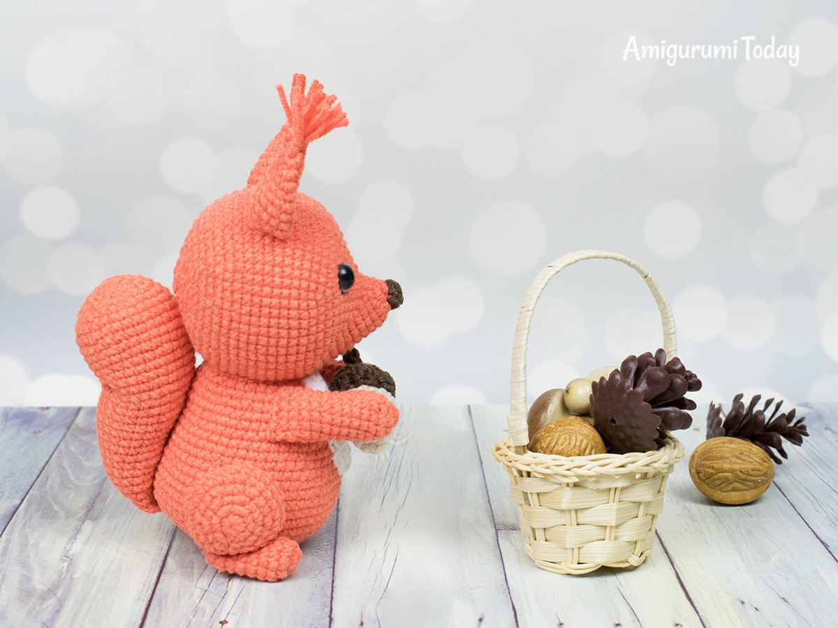 Squirrel crochet pattern by Amigurumi Today