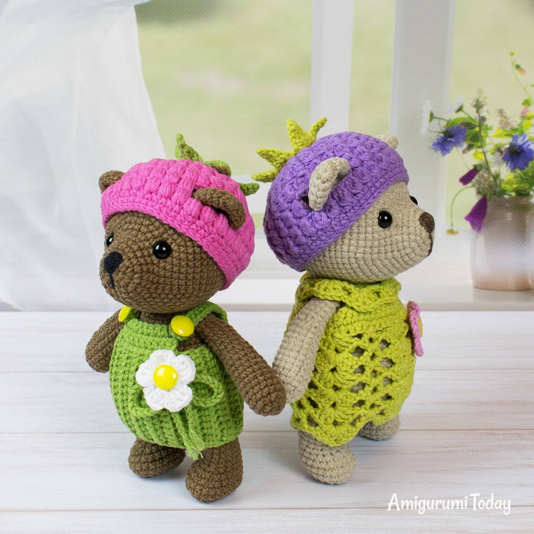 Blackberry bear crochet pattern by Amigurumi Today