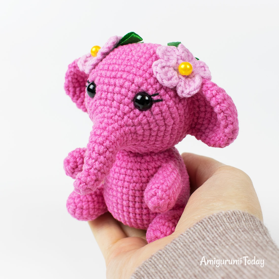 Pink elephant crochet pattern by Amigurumi Today