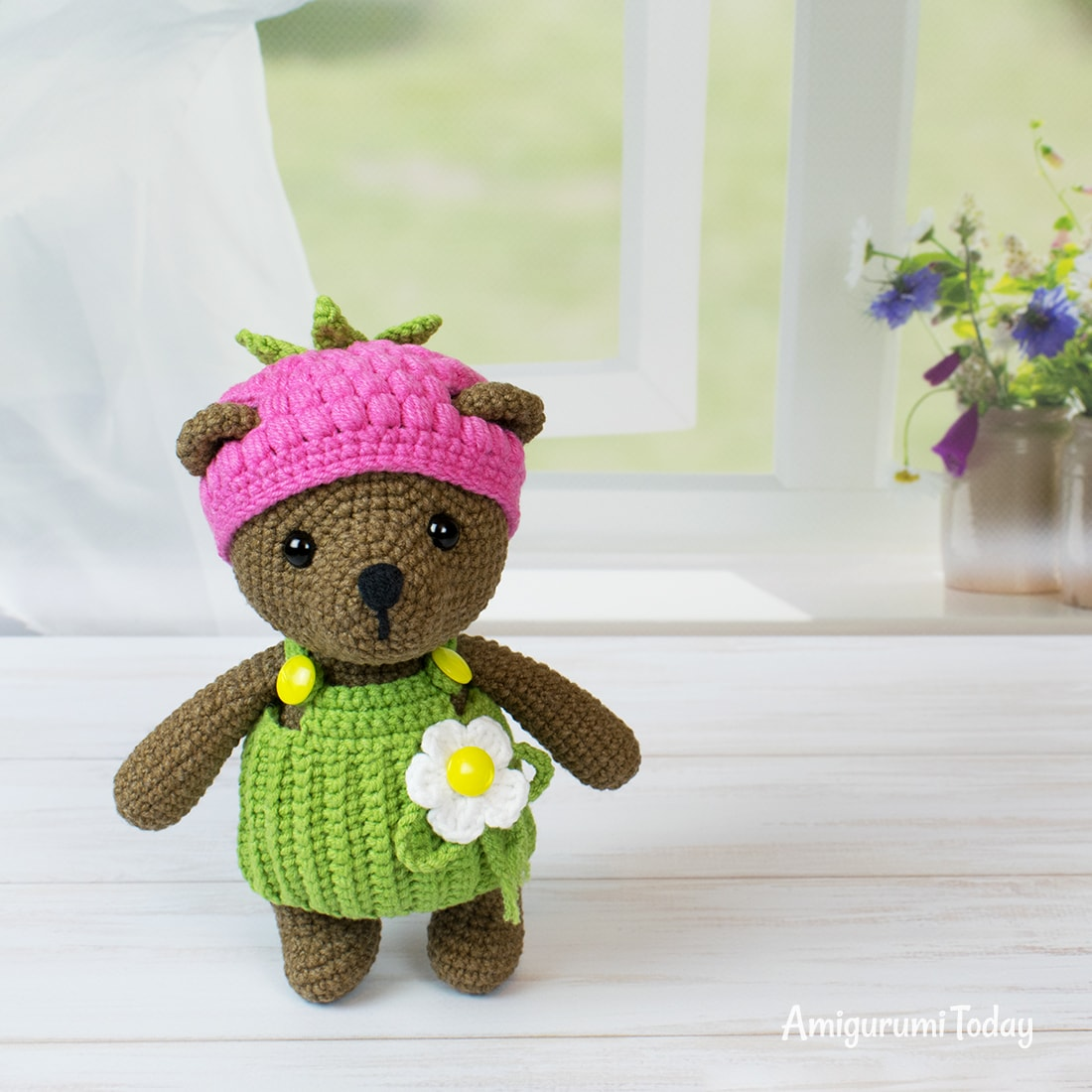 Raspberry Bear crochet pattern by Amigurumi Today