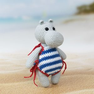Amigurumi hippo at the beach - Free pattern by Amigurumi Today