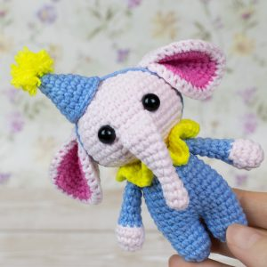 Free crochet elephant pattern by Amigurumi Today