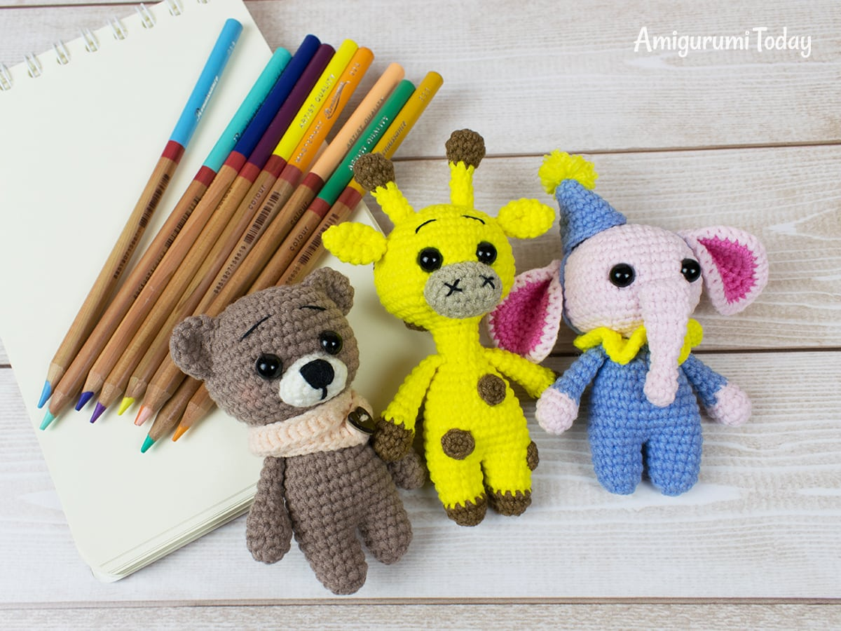Free tiny giraffe amigurumi pattern by Amigurumi Today
