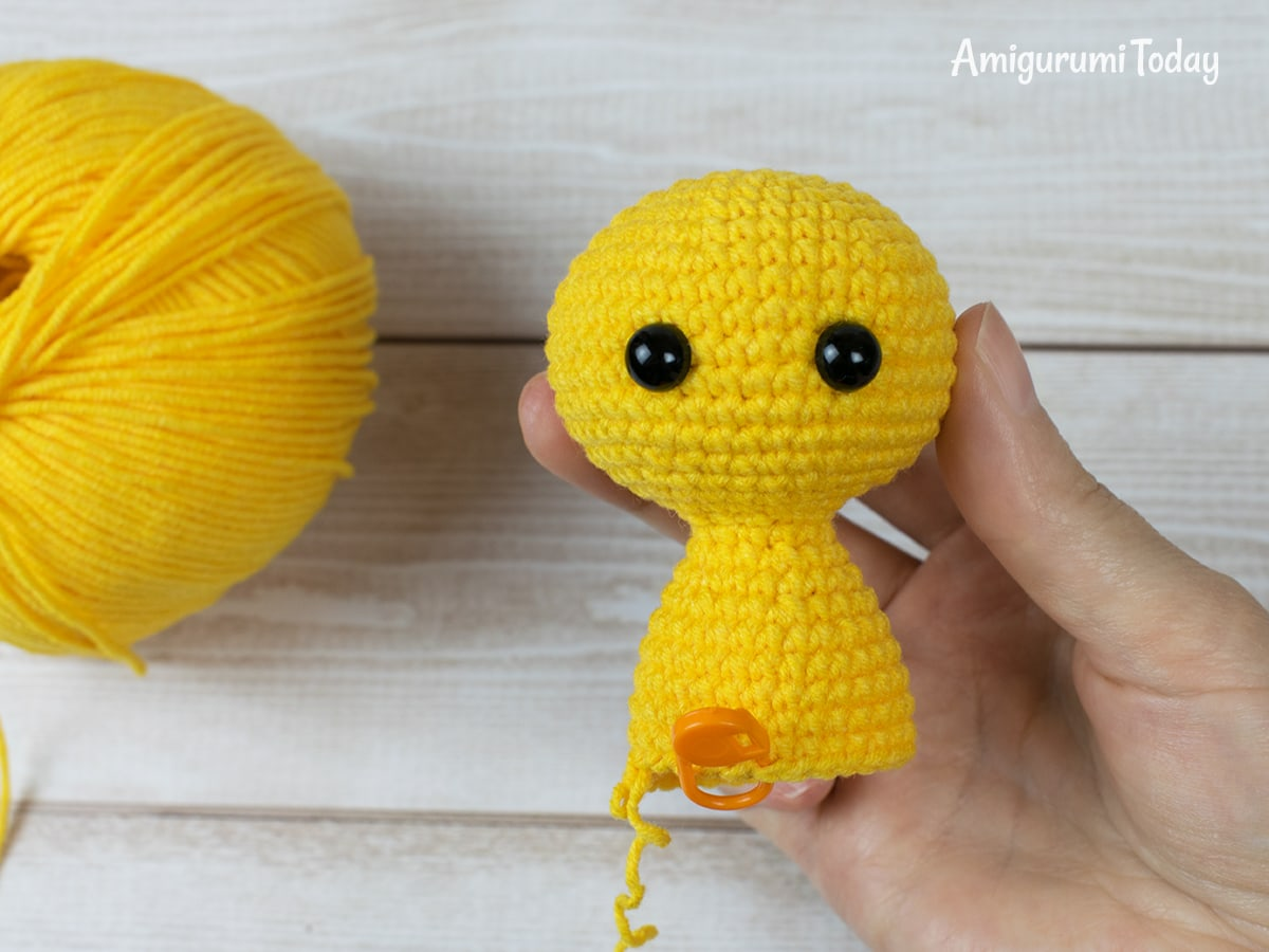 Free tiny lion amigurumi pattern - Crocheting body