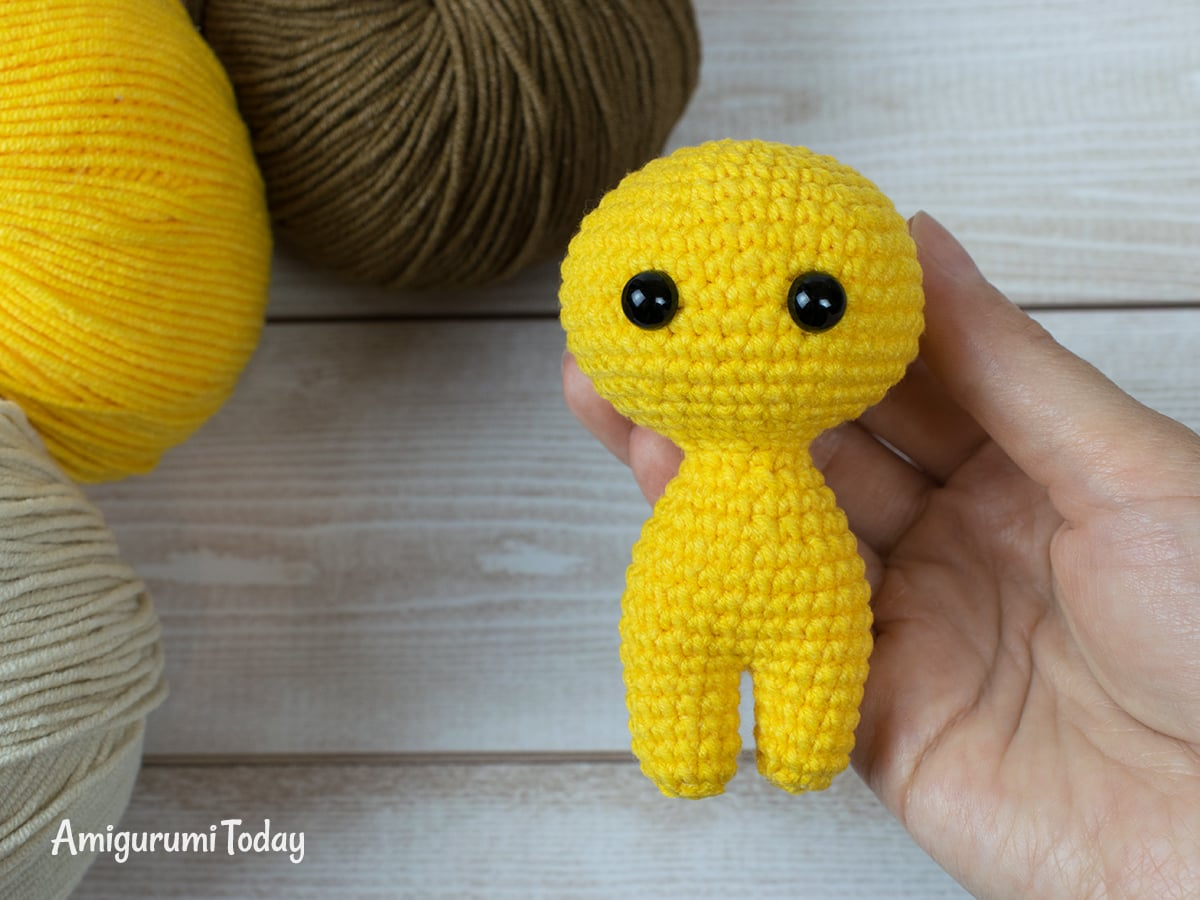 Free tiny lion amigurumi pattern - Head and body