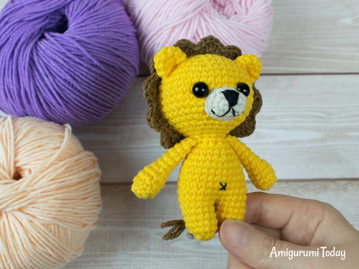 Free tiny lion amigurumi pattern