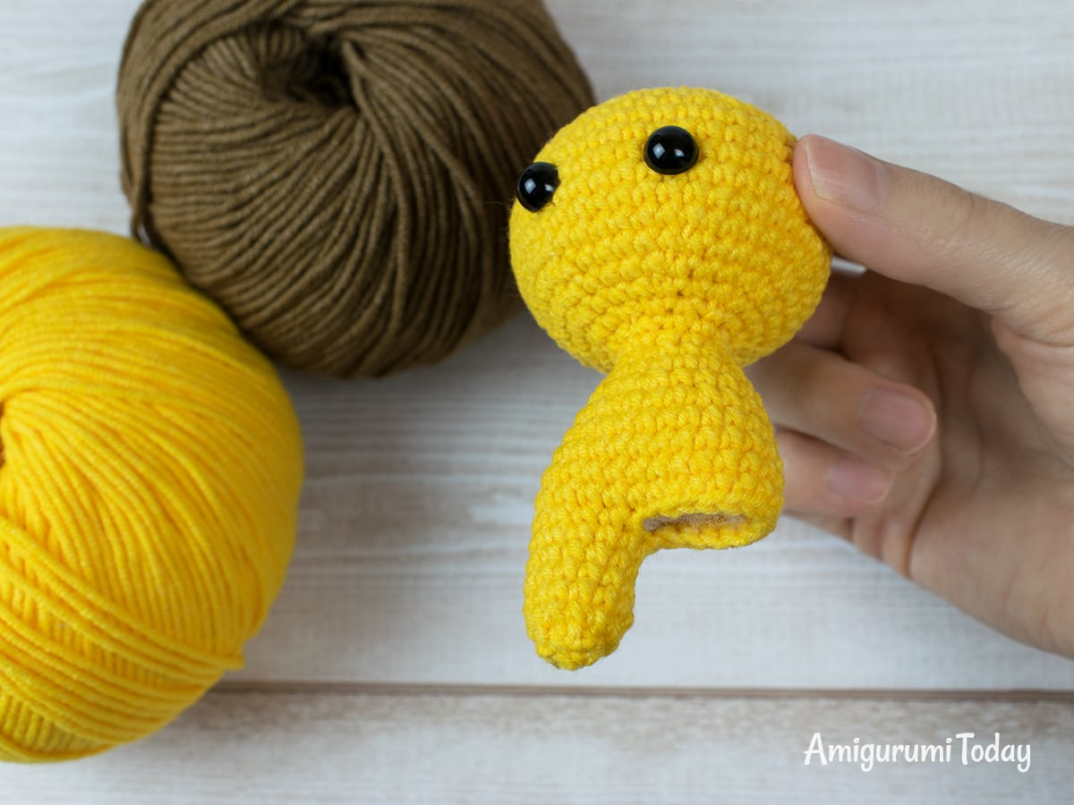 Free tiny lion crochet pattern - Making legs