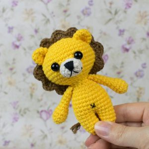 Tiny Lion Amigurumi - Free crochet pattern by Amigurumi Today