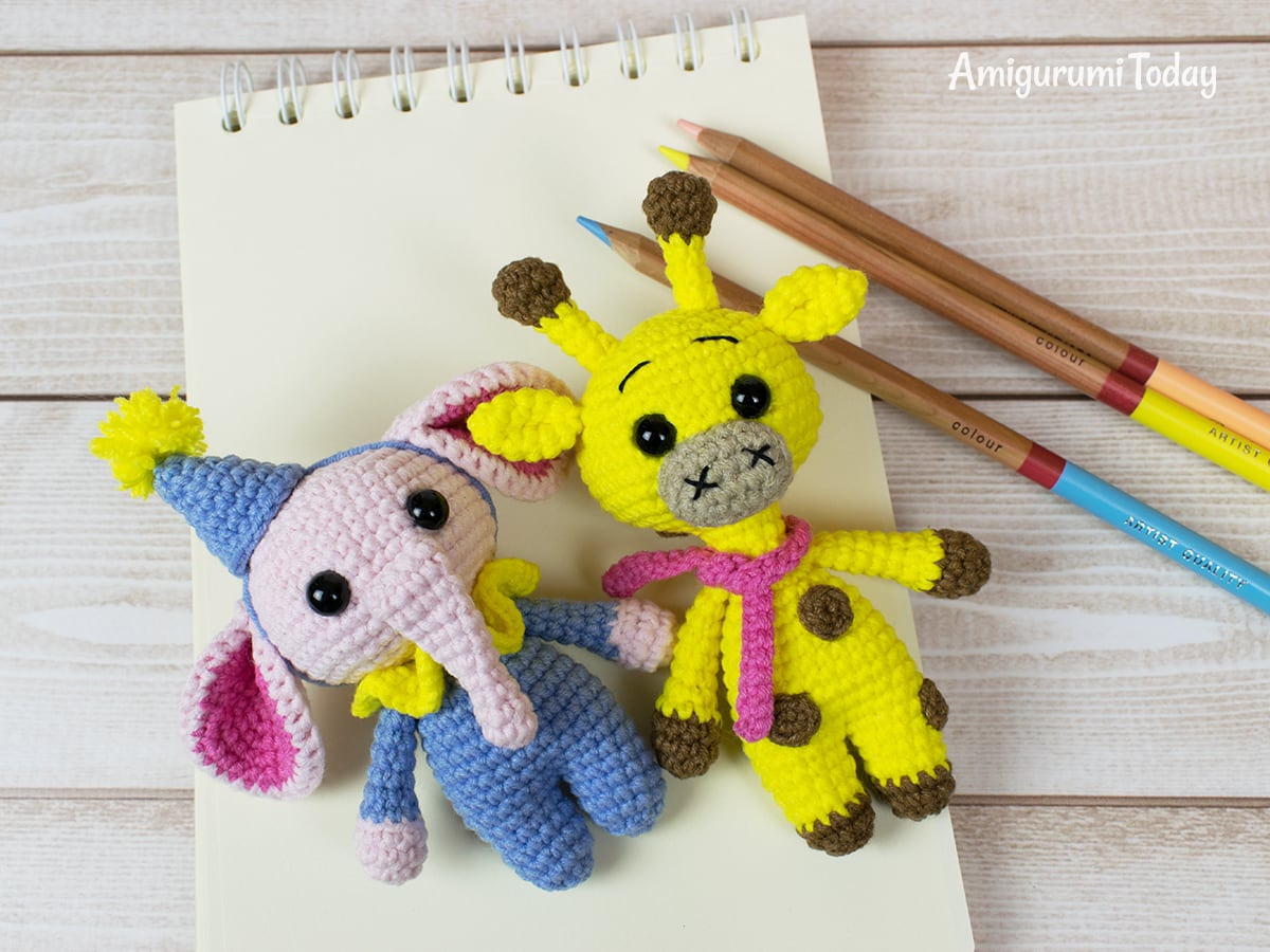 Tiny giraffe amigurumi pattern by Amigurumi Today