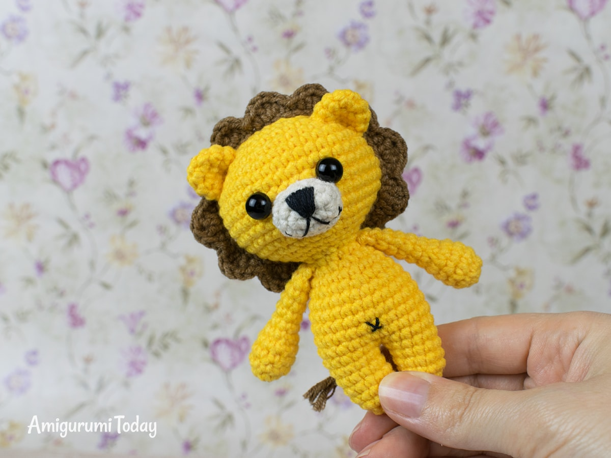 Tiny lion amigurumi pattern by Amigurumi Today