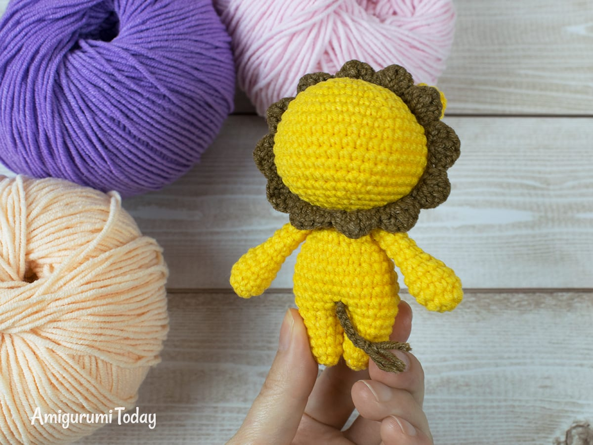 Tiny lion amigurumi pattern