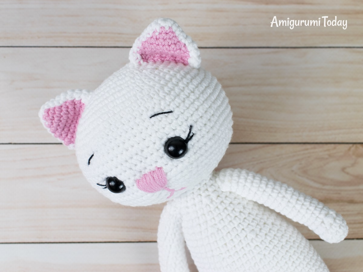 Amigurumi cat doll in sundress crochet pattern - Head