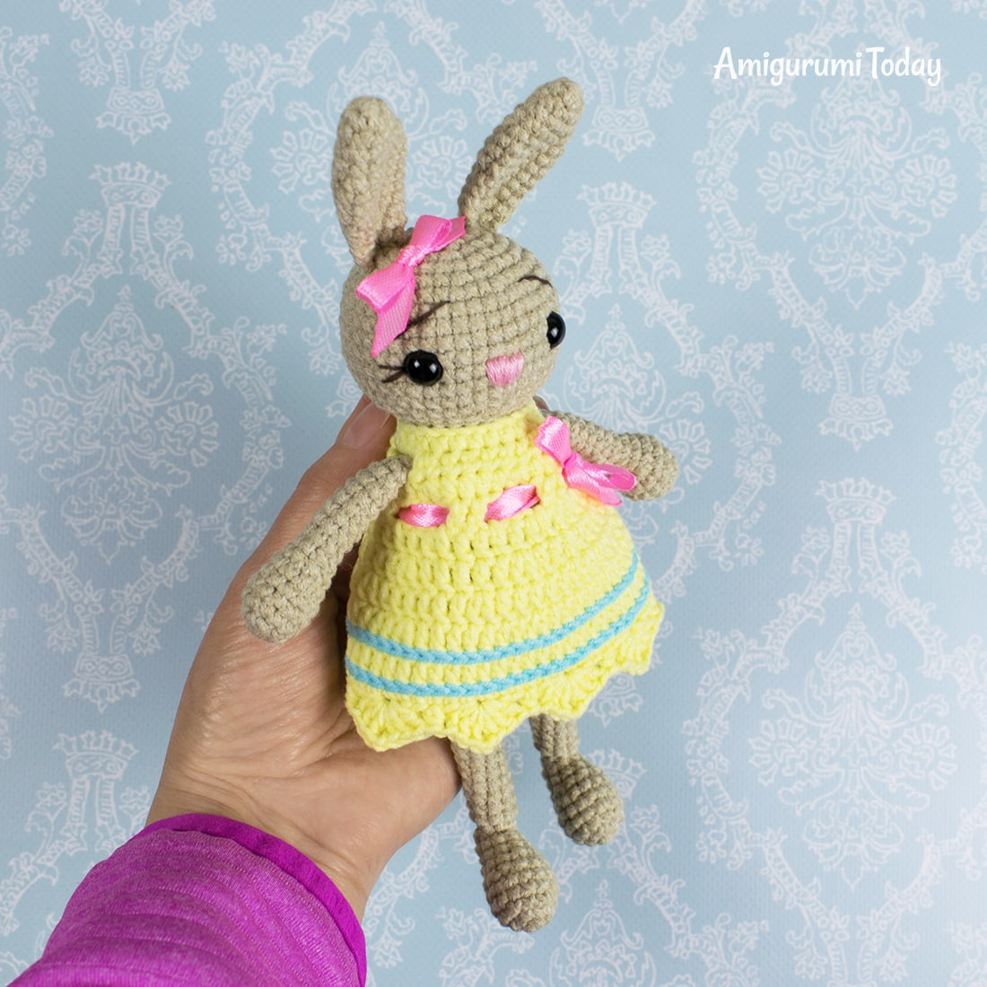 Free cute crochet bunny pattern by Amigurumi Today