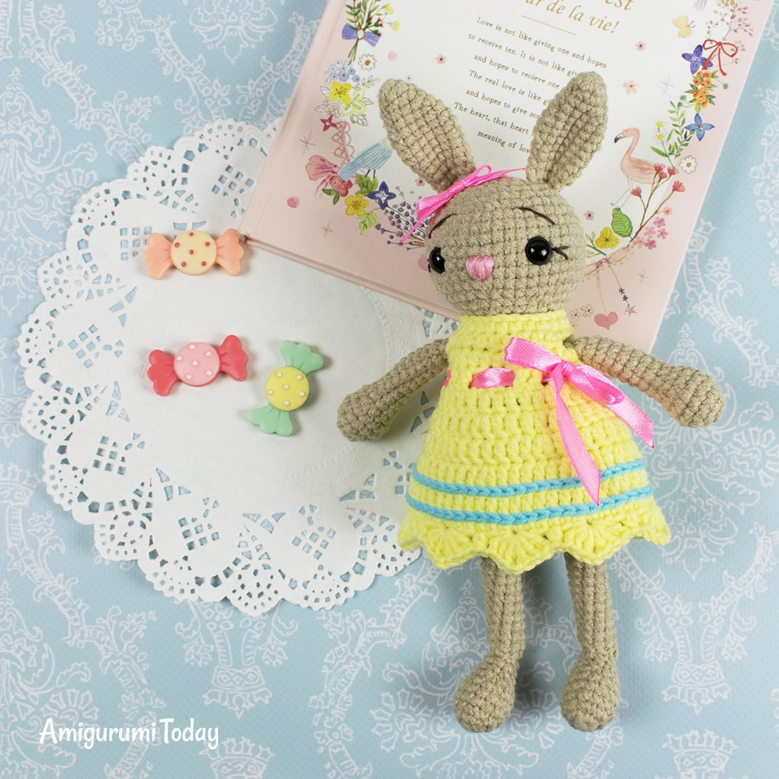 Free little crochet bunny pattern by Amigurumi Today