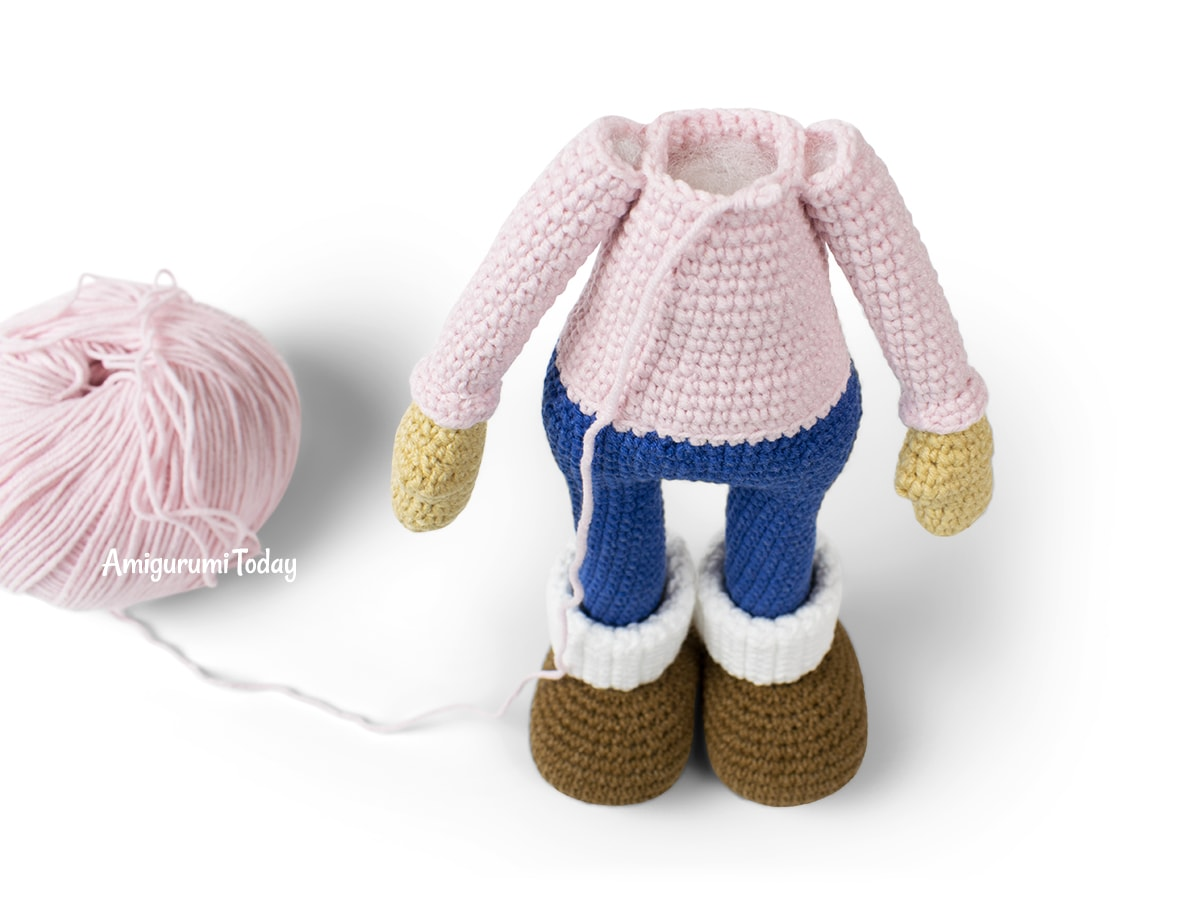 Molly Doll crochet pattern - Joining arms