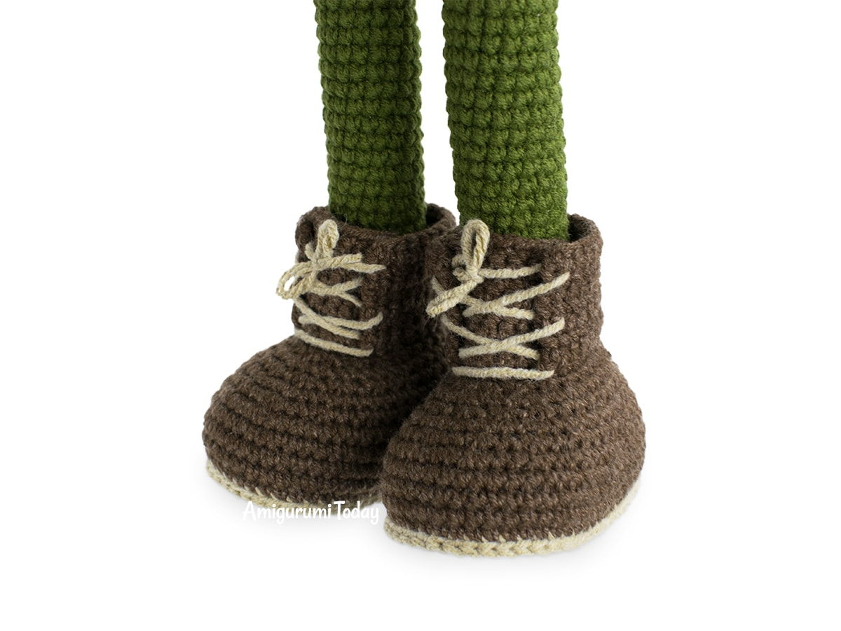 Kelly Doll crochet pattern - Making shoe lacing