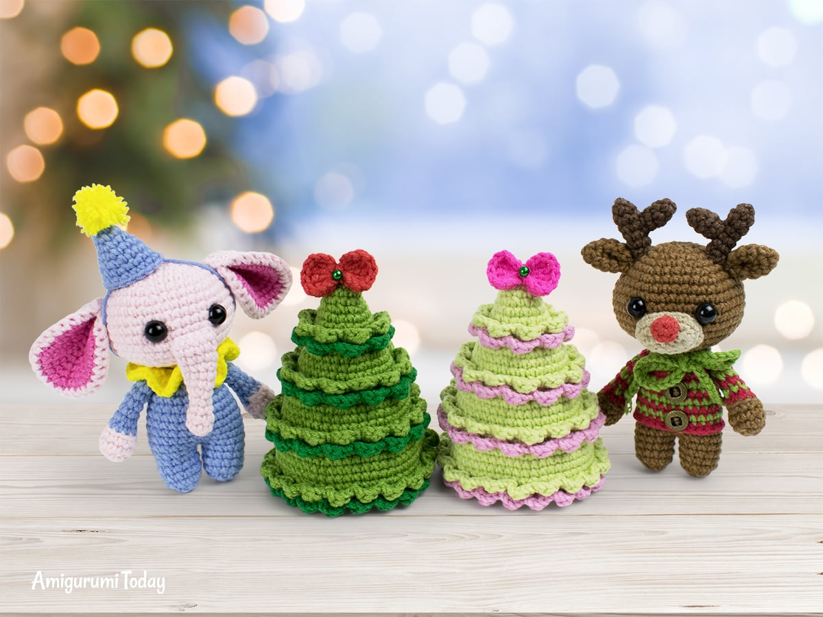 Free Christmas tree crochet pattern designed by Amigurumi Today