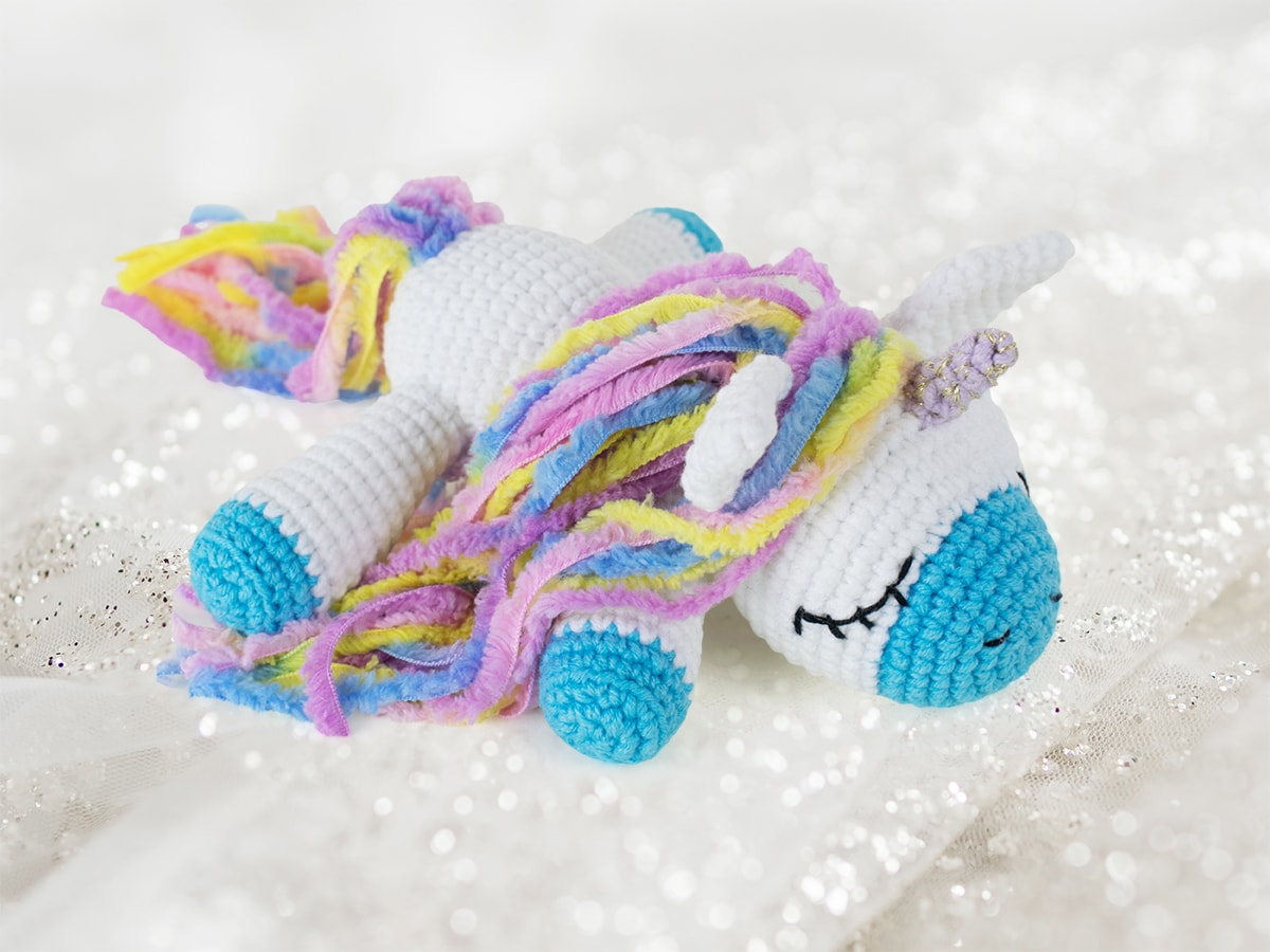 Free sleeping unicorn crochet pattern by Amigurumi Today