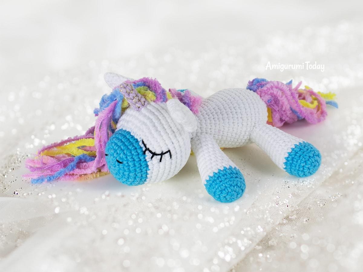 Sleeping unicorn pony crochet pattern by Amigurumi Today