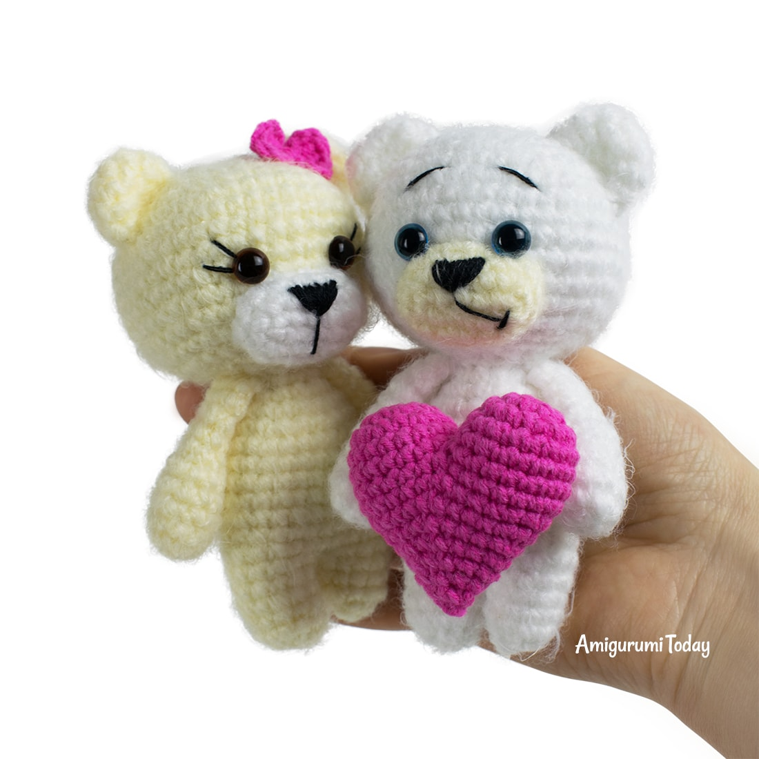 Crochet bears with heart pattern by Amigurumi Today