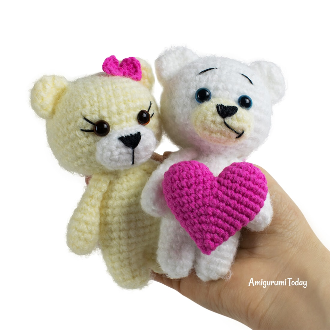 Free crochet bears with heart pattern by Amigurumi Today