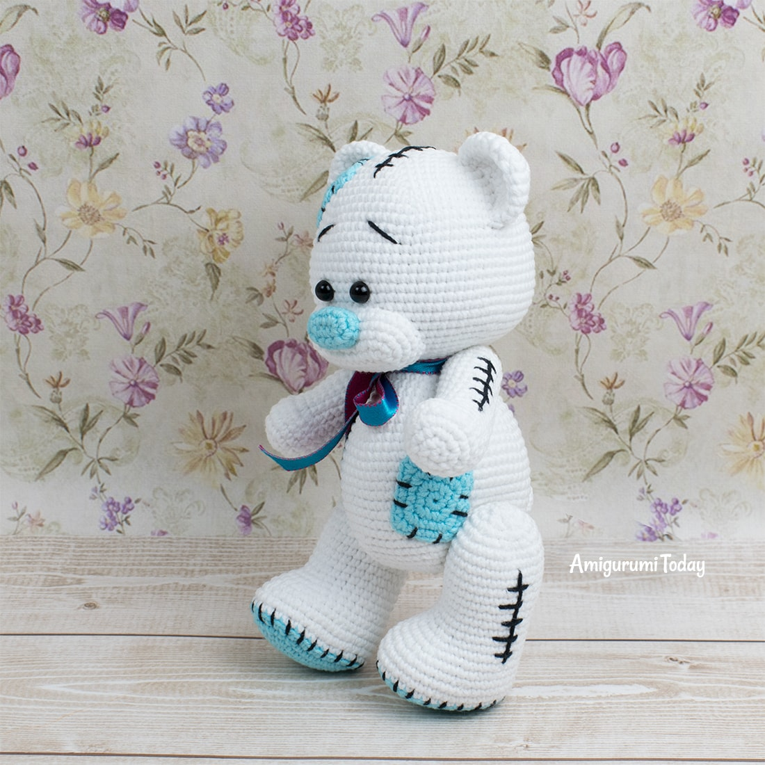 Amigurumi bear crochet pattern designed by Amigurumi Today