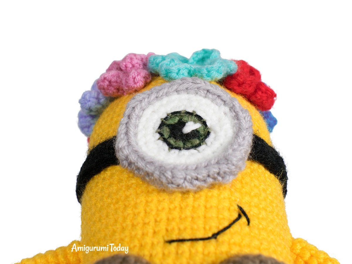 Free Amigurumi Hawaiian Minion Crochet Pattern - Eye