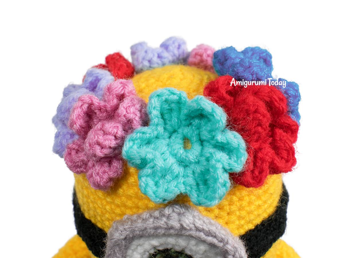 Free Amigurumi Hawaiian Minion Crochet Pattern - Flowers