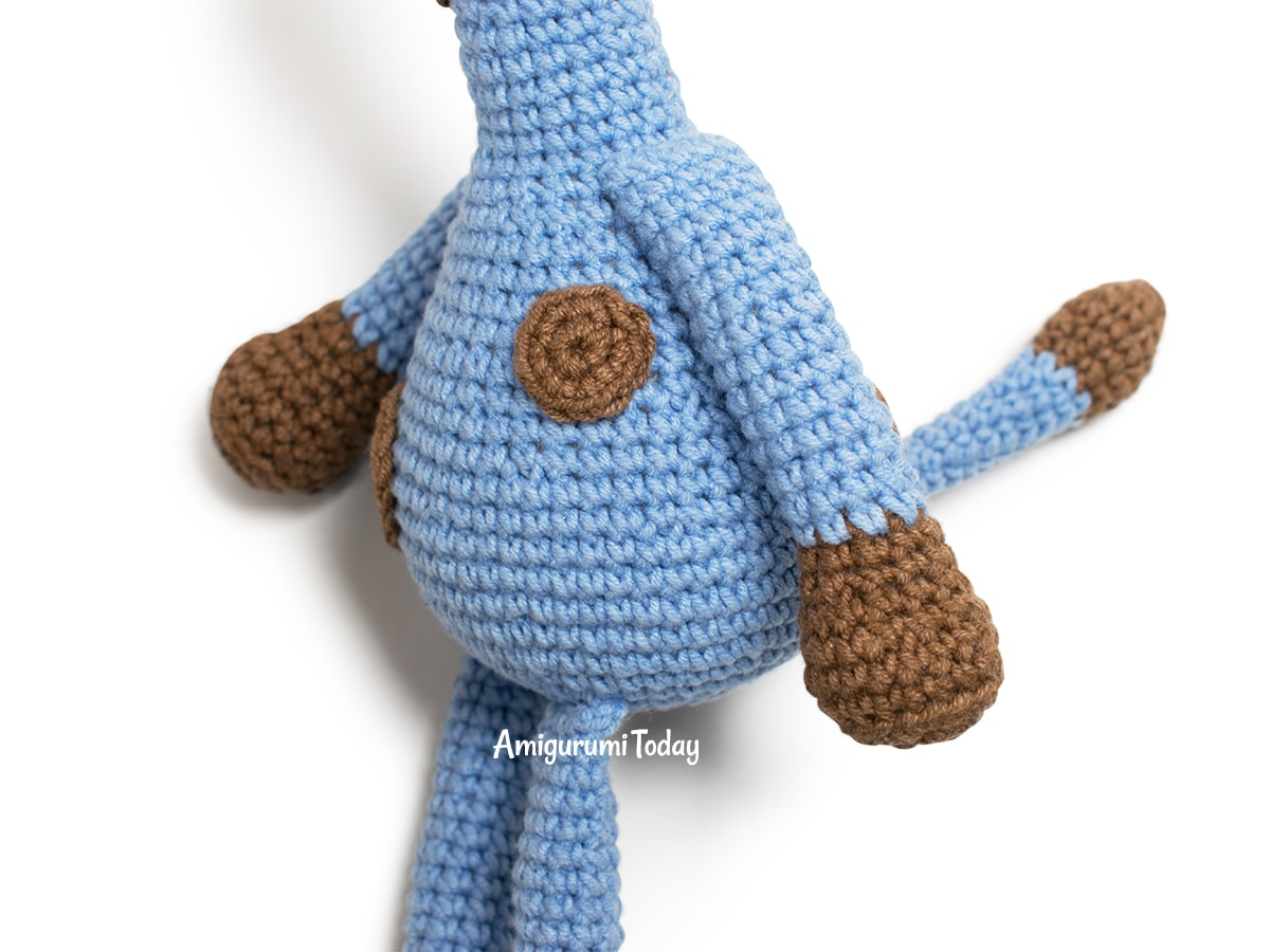Free Blue Giraffe amigurumi pattern - Arms and tail