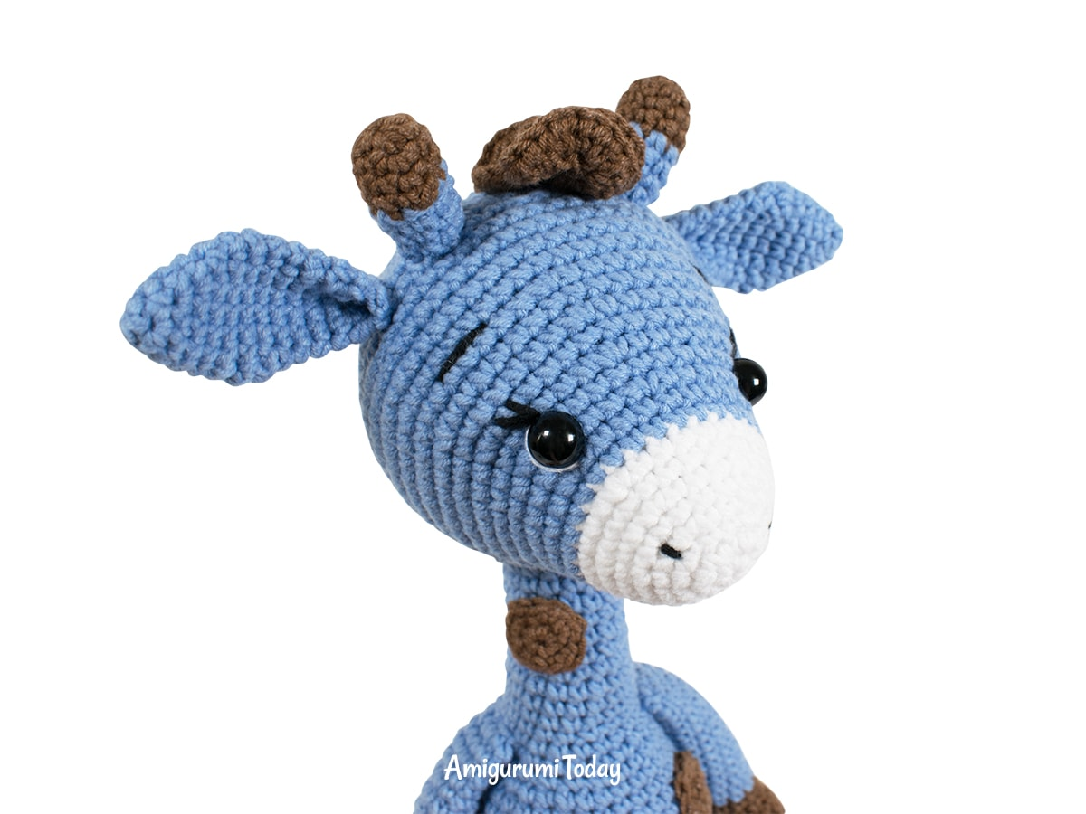 Free Blue Giraffe amigurumi pattern - Muzzle and ears