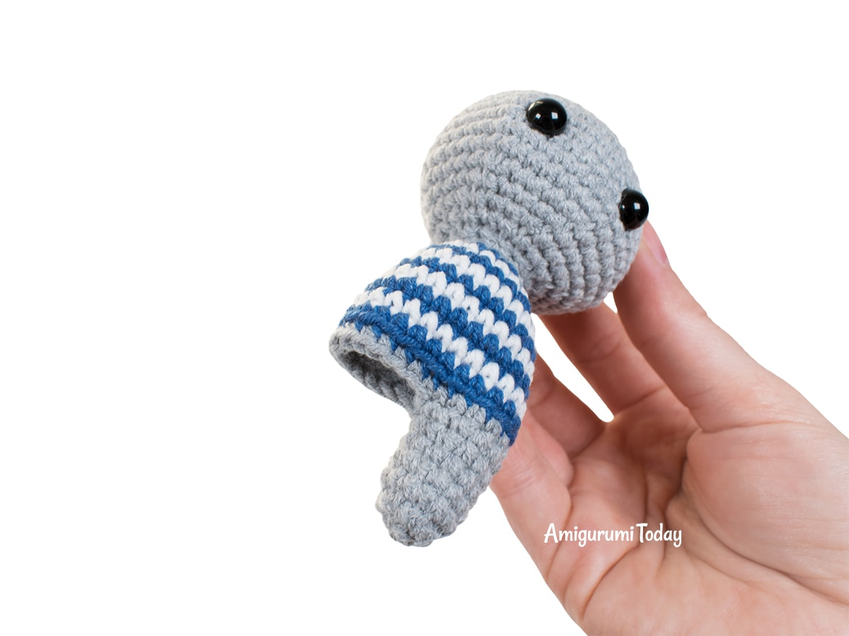 Amigurumi tiny koala crochet pattern - Joining legs