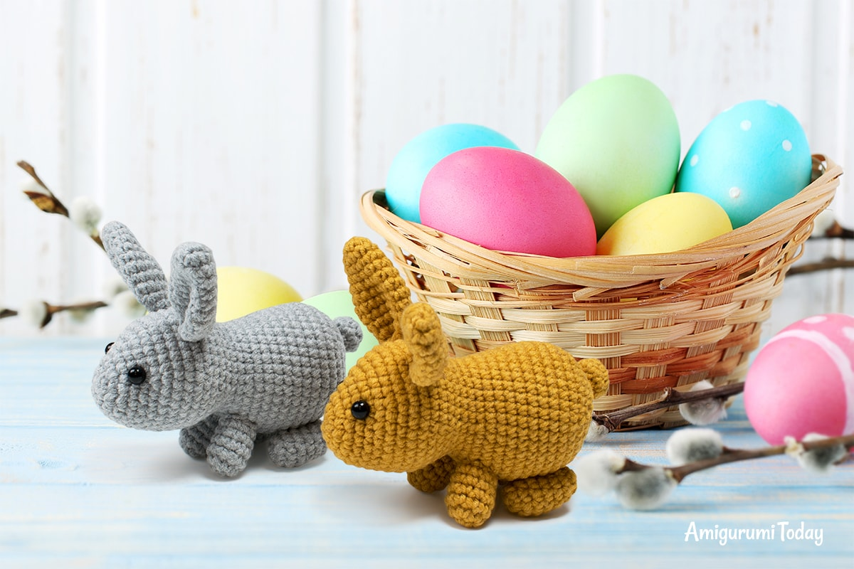 Free little Easter bunny crochet pattern designed by Amigurumi Today